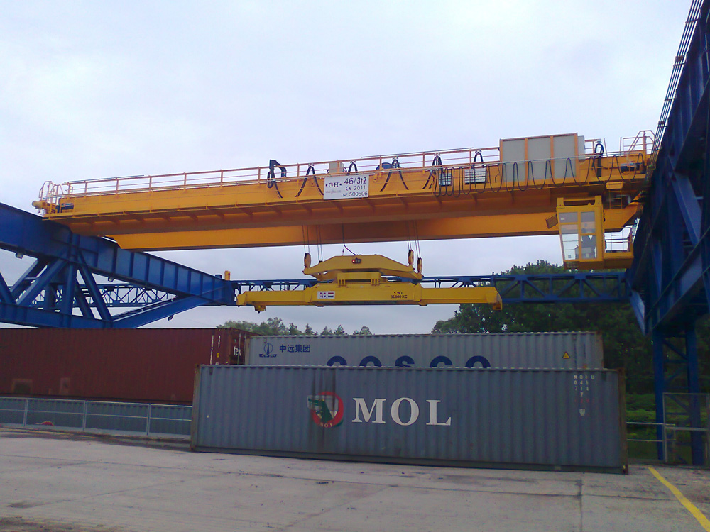 EOT crane for containers lifting for SAS F.L.A.G customer in France.
