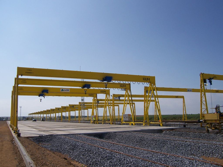 Goliath crane with 12.5t hoist for Adif.