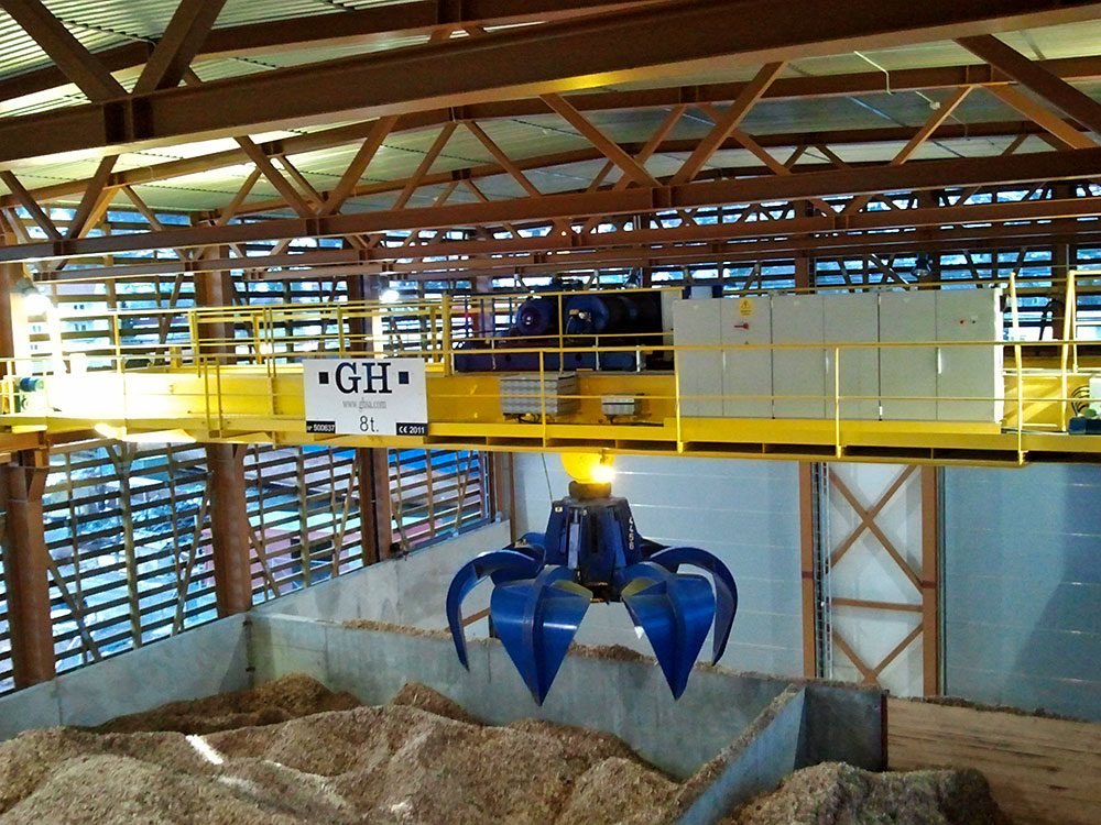 Bridge crane with a hoist with an 8t lifting capacity for biomass in Norway